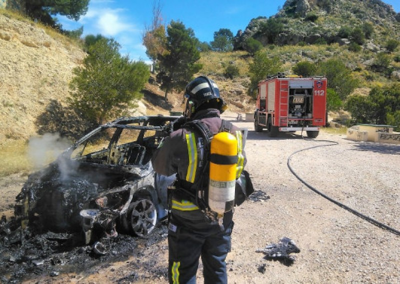 <span style='color:#780948'>ARCHIVED</span> - Car explosion causes wild fire in Cieza