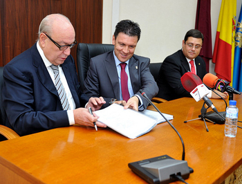 <span style='color:#780948'>ARCHIVED</span> - Alhama council and Premursa sign Paramount Park and Lifestyle Centre urban convenio