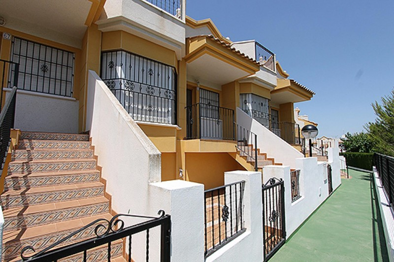 <span style=font-weight:300;font-family:lato;color:#0083c1;>€126000  </span>Town Houses for For Sale Torrevieja - <span style=color:#036;font-size:16px;font-family:roboto>Filbee's Real Estate</span>