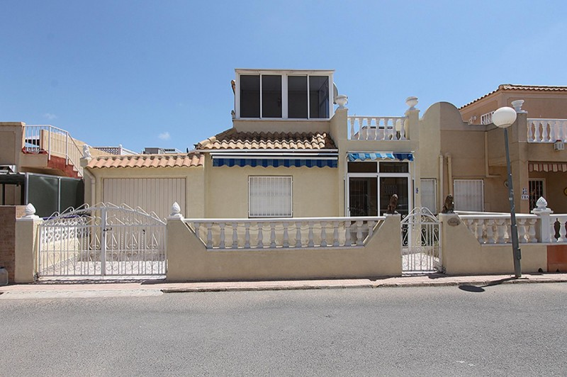 <span style=font-weight:300;font-family:lato;color:#0083c1;>€98000  </span>Town Houses for For Sale Torrevieja - <span style=color:#036;font-size:16px;font-family:roboto>Filbee's Real Estate</span>