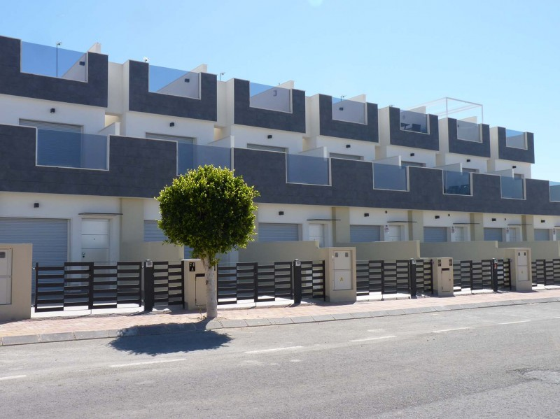 <span style=font-weight:300;font-family:lato;color:#0083c1;>€230000  </span>Town Houses for For Sale Torre de la Horadada - <span style=color:#036;font-size:16px;font-family:roboto>Micasamo Property for sale</span>