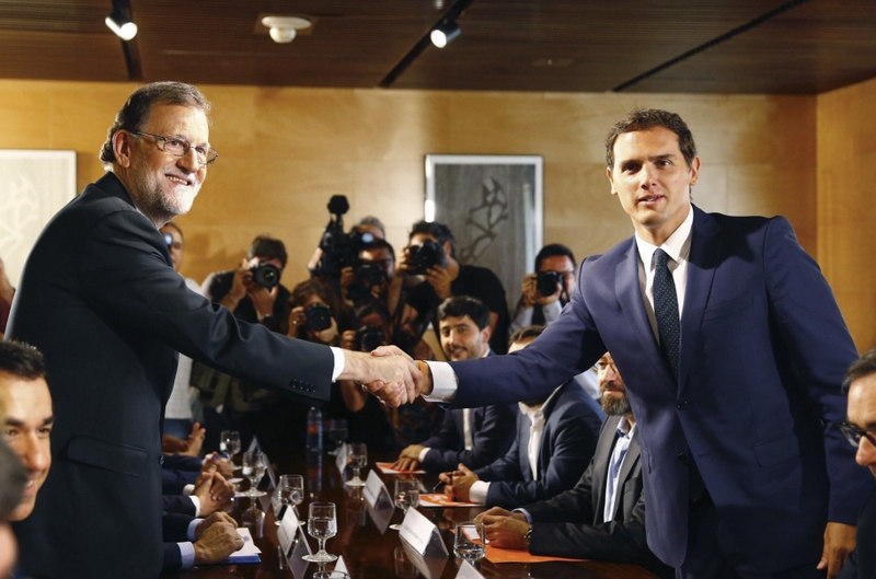 <span style='color:#780948'>ARCHIVED</span> - Spanish politicians back switch to GMT and extended paternity leave